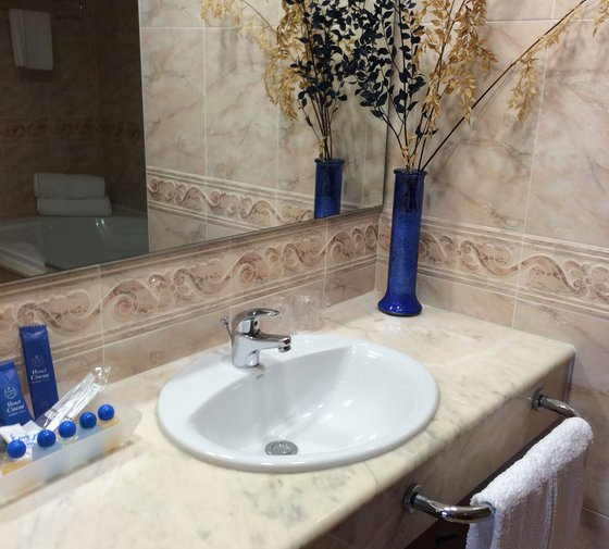 In the  Sercotel Ciscar , has  superior double rooms with Whirlpool ...